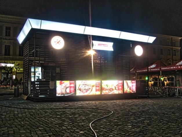 Pavilion de prezentare pentru targuri si expozitii cu firme luminoase